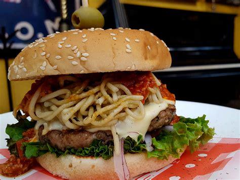 Así es, este sábado se celebra el día internacional de la hamburguesa, ¿y qué mejor que celebrarlo con una bien cocinada? Día de la Hamburguesa: ¿Dónde celebrar en CDMX? - Dónde Ir