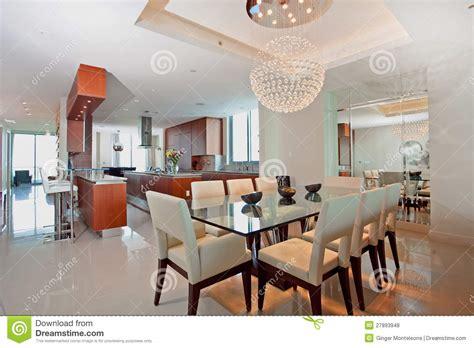 sala da pranzo moderne cucina e sala da pranzo aperte moderne fotografia stock