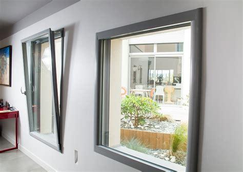 cuisine noir bois fenêtre et porte fenêtre aluminium fenêtre innovante des