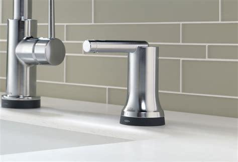 kitchen faucets fixtures  kitchen accessories delta