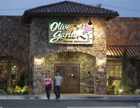 olive garden broadway eat olive garden tuesday your school may thank you
