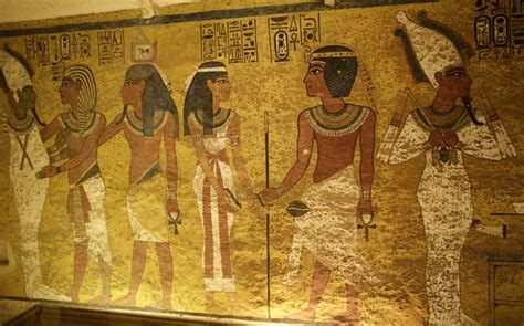Secret Tut chamber? Egypt calls in experts to examine