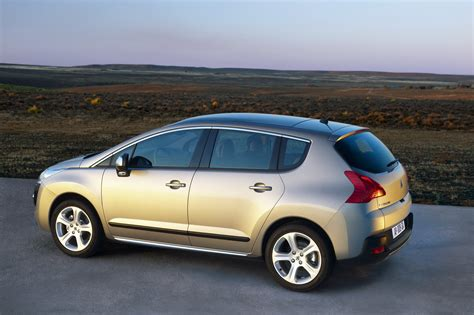 peugeot car of the year 2010 peugeot 3008 awarded 39 what car 39 car of the year