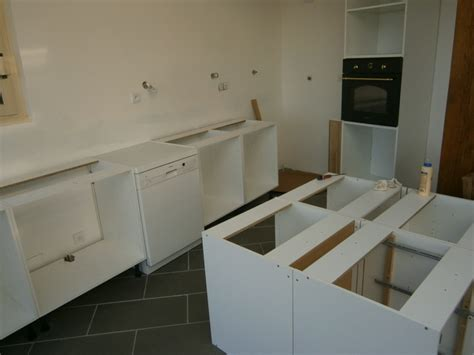 montage d une cuisine avec fa 231 ades en ch 234 ne