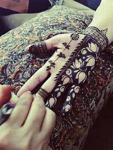 Henna Selber Machen : best 25 modern henna ideas on pinterest modern mehndi designs simple hand henna and henna ~ Frokenaadalensverden.com Haus und Dekorationen