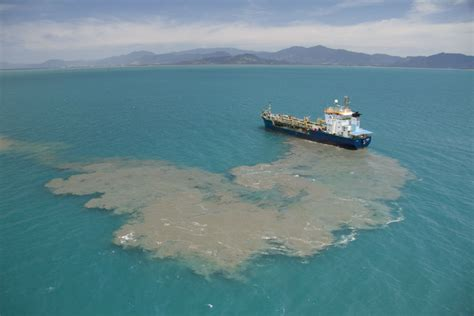 Fishing Boat Accident Gladstone by Shipping In The Great Barrier Reef The Miners Highway