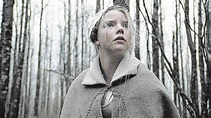 'The Witch' review: 17th-century horror film creeps you ...