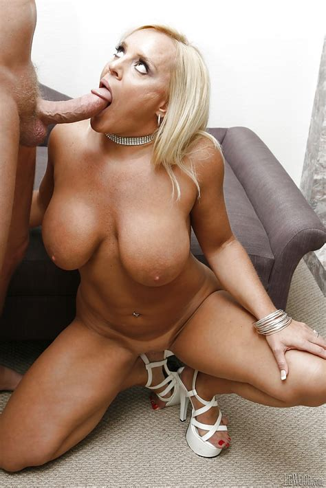 Big Tits Pornstar With Blonde Hair Alexis Golden Has Her