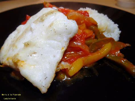 cuisiner le merlu filet de merlu à le piperade recette de filet de merlu à