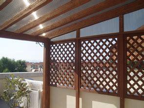 arredo terrazze e balconi divisori per balconi in legno con arredo giardino