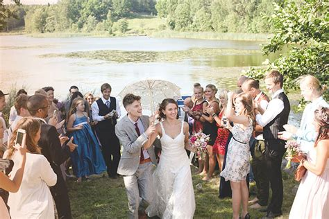 What To Wear To A Barn Wedding In September