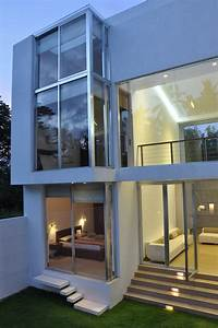 Contemporary Family Home in Sri Lanka Paying Tribute to