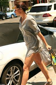 Minnie Driver shows off her toned legs in short blouse