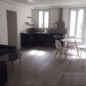 Parquet Stratifié Noir : d coration salon moderne avec cuisine ouverte et ~ Edinachiropracticcenter.com Idées de Décoration