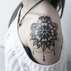 Tatouage Femme Epaule Discret : tatouage paule rosace 20 tatouages porter fi rement sur l 39 paule elle ~ Melissatoandfro.com Idées de Décoration