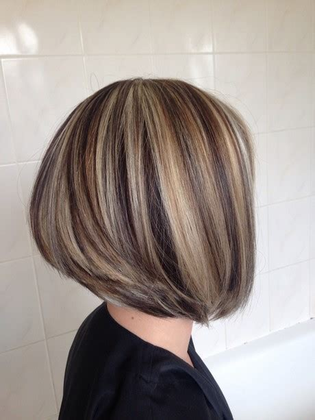 meche sur cheveux blond carre plongeant meche