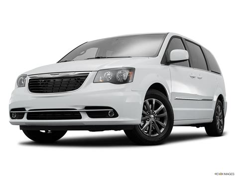 Nissan Chrysler by Compare The 2016 Chrysler Town Country Vs 2016 Nissan