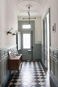 les 25 meilleures idees concernant murs avec couleurs gris With couleur de peinture pour une entree 2 un couloir style retro dans lentree avec console cache