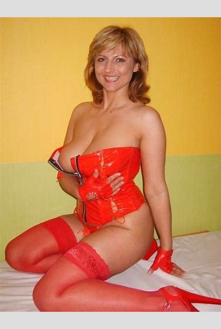 Bulgarian MILF in red leather corset and red nylons – MILF Update