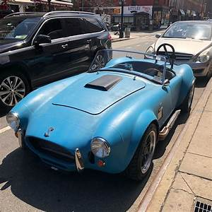 [Shelby Cobra] on the streets of New York : spotted
