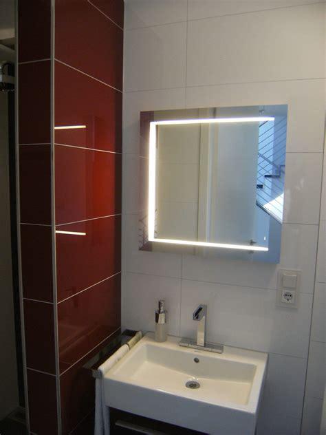 Beleuchtete Spiegel Für Gäste Wc by Wc Beleuchtung Per Led Spiegel Bauemotion De