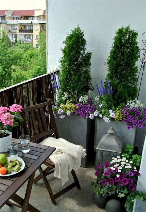 Patio Gardens Apartments by Best 25 Apartment Balcony Decorating Ideas On
