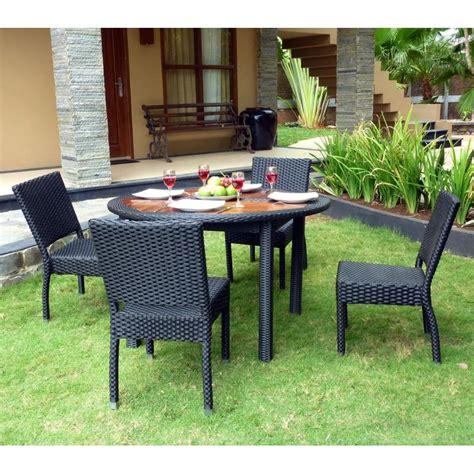 table et chaise de jardin en resine tressee ensemble table ronde de jardin en teck et chaises de