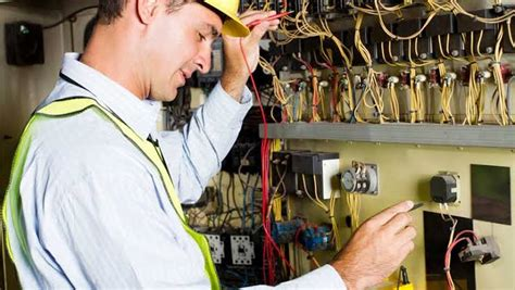 tips  hiring  electrician   area residence style