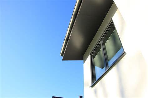 Dachüberstand Verkleiden Zink by Dach 252 Berstand Verkleidet Mit Hpl Platten Hpl Platten In