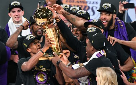 NBA Finals: Lakers beat Miami Heat in Game 6 for 17th ...