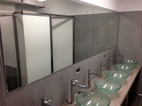 allestimento bagno foto allestimenti bagni per grandi flussi de artigiana