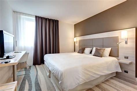 chambre d hotel design chambre grand lit chambres spacieuses et design avec