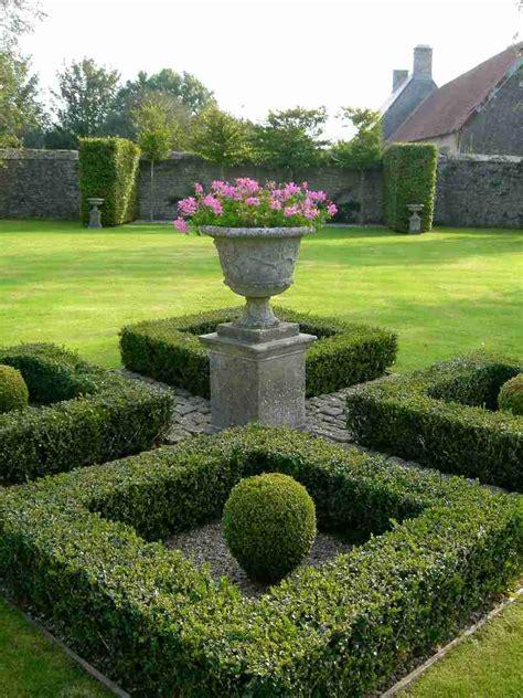 20 discount across garden ornaments and finials