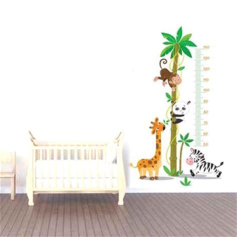 stickers chambre de bebe stickers muraux bébés pour décorer une chambre de bébé