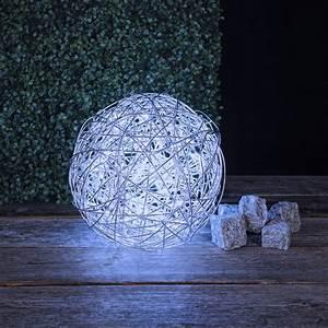 Led Figuren Für Den Aussenbereich : led kugelleuchte aus aluminiumgeflecht f r den au enbereich wohnlicht ~ Buech-reservation.com Haus und Dekorationen