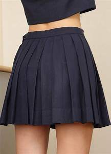 25+ best ideas about Black Pleated Skirt on Pinterest | Black pleated midi skirt Pink pleated ...