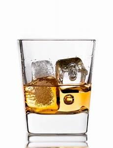Verre à Whisky Tulipe : verre whisky glacon ~ Teatrodelosmanantiales.com Idées de Décoration