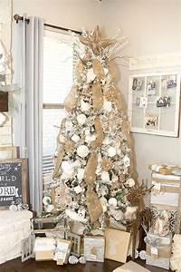 Farmhouse Christmas Decor with a Neutral Christmas Tree
