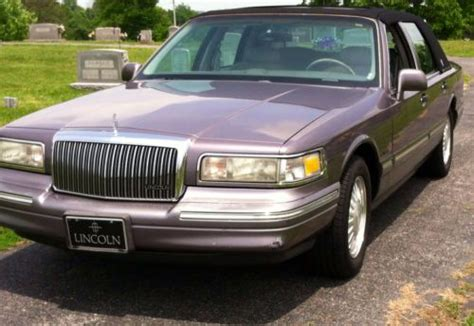 sell   lincoln town car signature series cartier