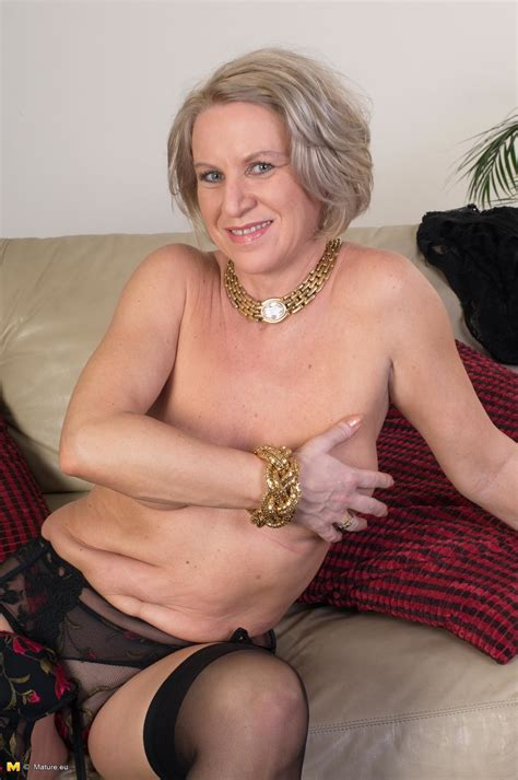 Elegant Mature Lady Getting Naked And Showing Off