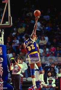 Earvin Magic Johnson #32 of the Los Angeles Lakers shoots ...