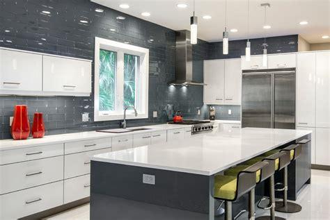 meuble de cuisine coulissant cuisine meuble cuisine rideau coulissant avec clair