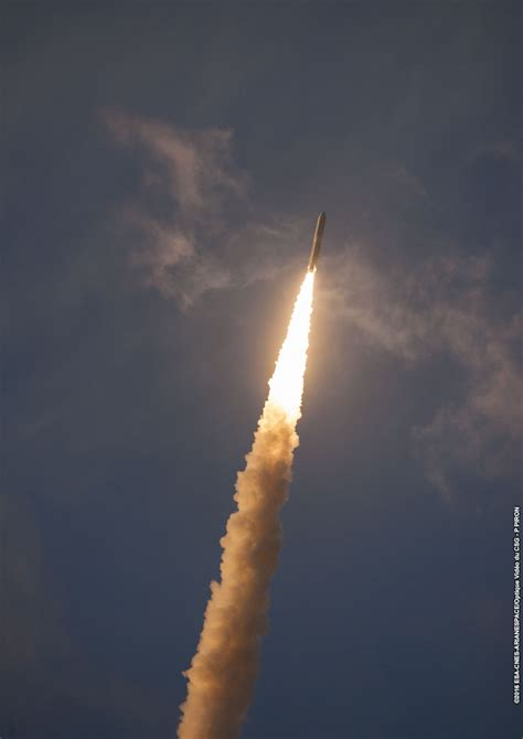 Imagery of the Ariane 5's blazing blastoff at sunset in ...