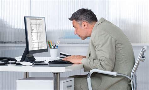 bonne position bureau comment adopter une bonne posture assise pour le dos au