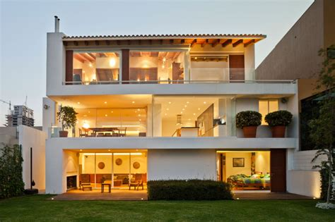 Urban Modernism Huge House Based In Mexico City Has