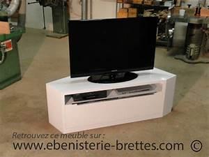 Meuble D Angle Pour Tv : meuble de t l vision d 39 angle blanc brillant design avec ~ Teatrodelosmanantiales.com Idées de Décoration
