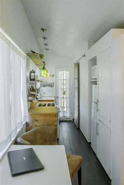 woman bypasses mortgage payments builds  tiny house amazing diy interior home design