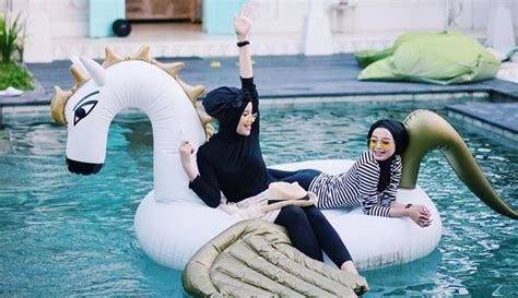 contek gaya hijaber   traveling chic banget