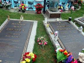 Decorated Graves by Visiting Graceland For Free Quirky Travel Guy