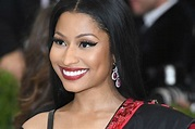 Nicki Minaj Shows Off Her Booty In Revealing Stripper ...